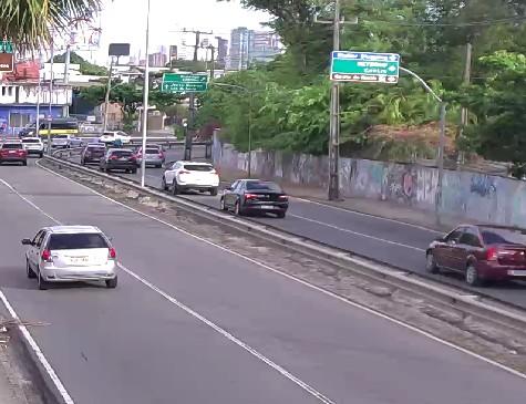 Trânsito no Largo do Cabanga