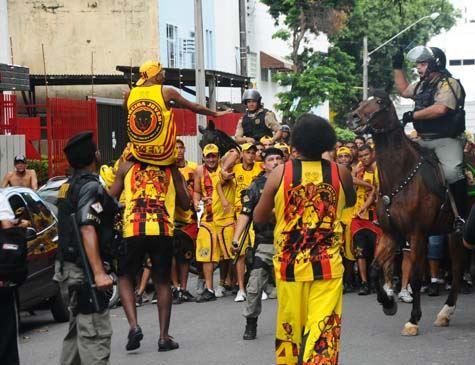 Torcidas organizadas de Náutico e Sport entraram em confronto
