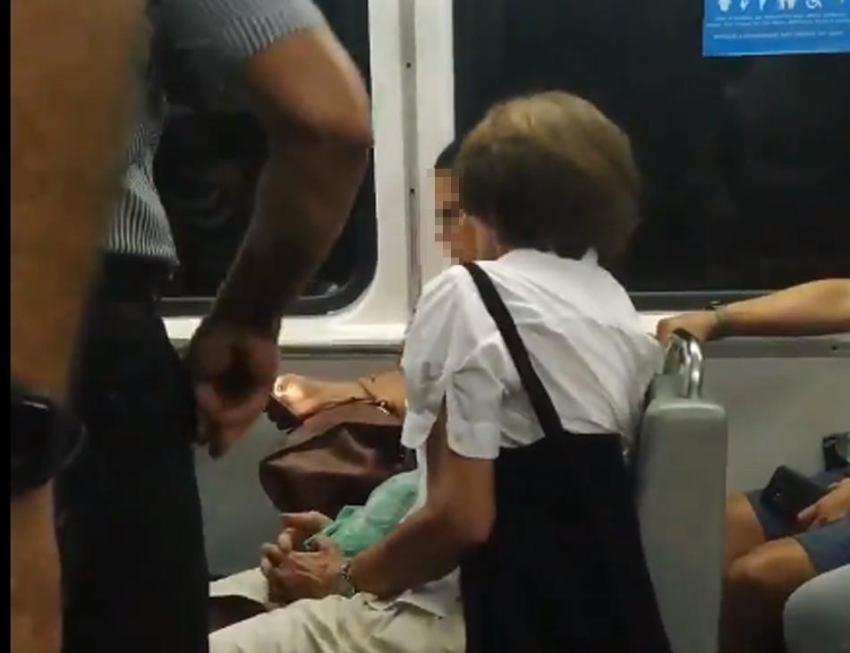 Estudante foi xingada de 'chinesa porca' por uma mulher no metrô do Rio