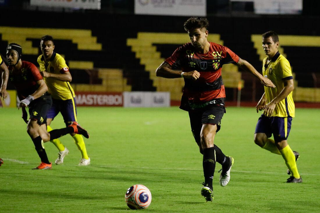 Lucas Mugni em ação com a camisa do Sport