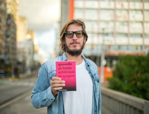 Pedro Severien lança o livro 'Quando as luzes artificiais se apagam'