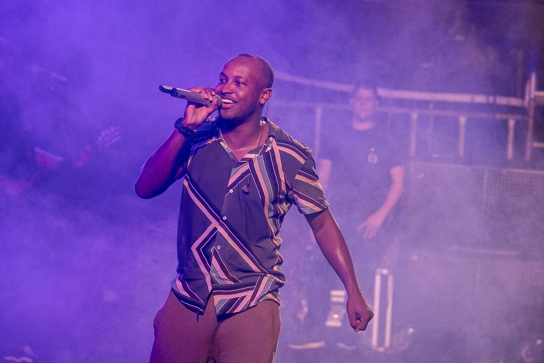 O cantor Thiaguinho é uma das atrações do Caldeirão Coflia