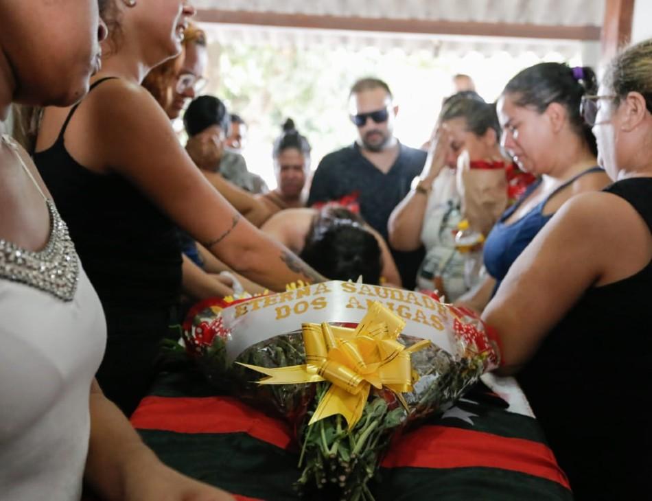 Enterro de Leandra aconteceu no Cemitério da Várzea