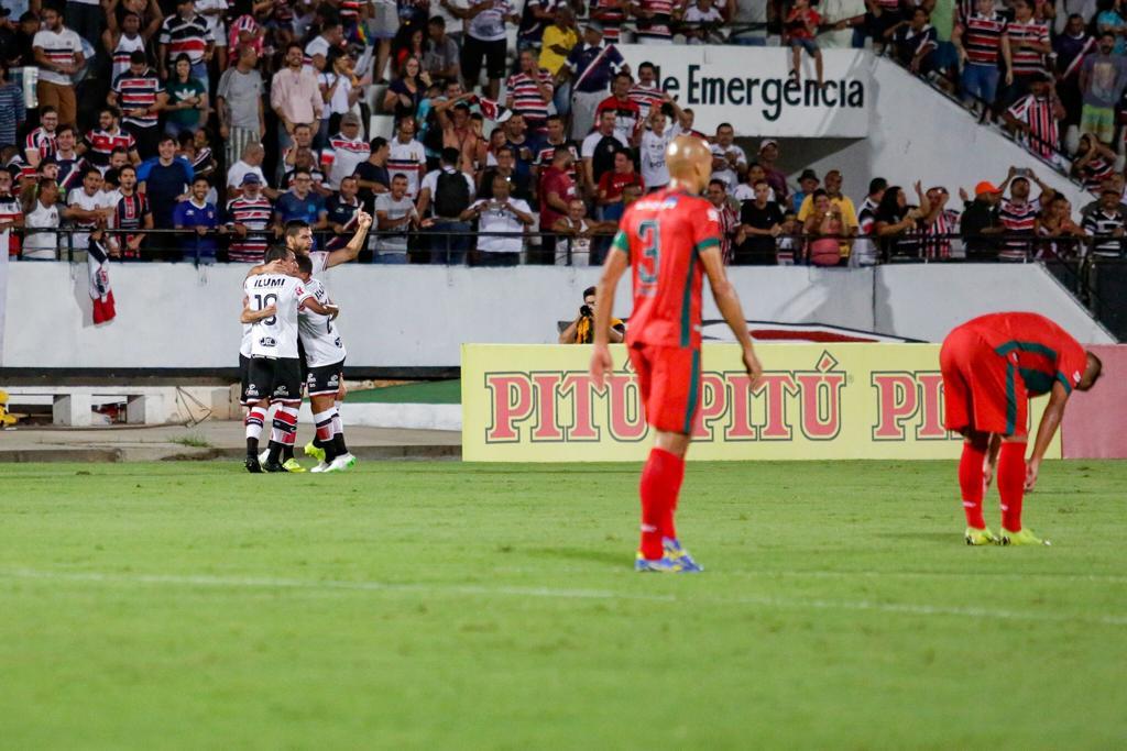 Pipico e companheiros comemoram golaço que igualou o marcador no Arruda