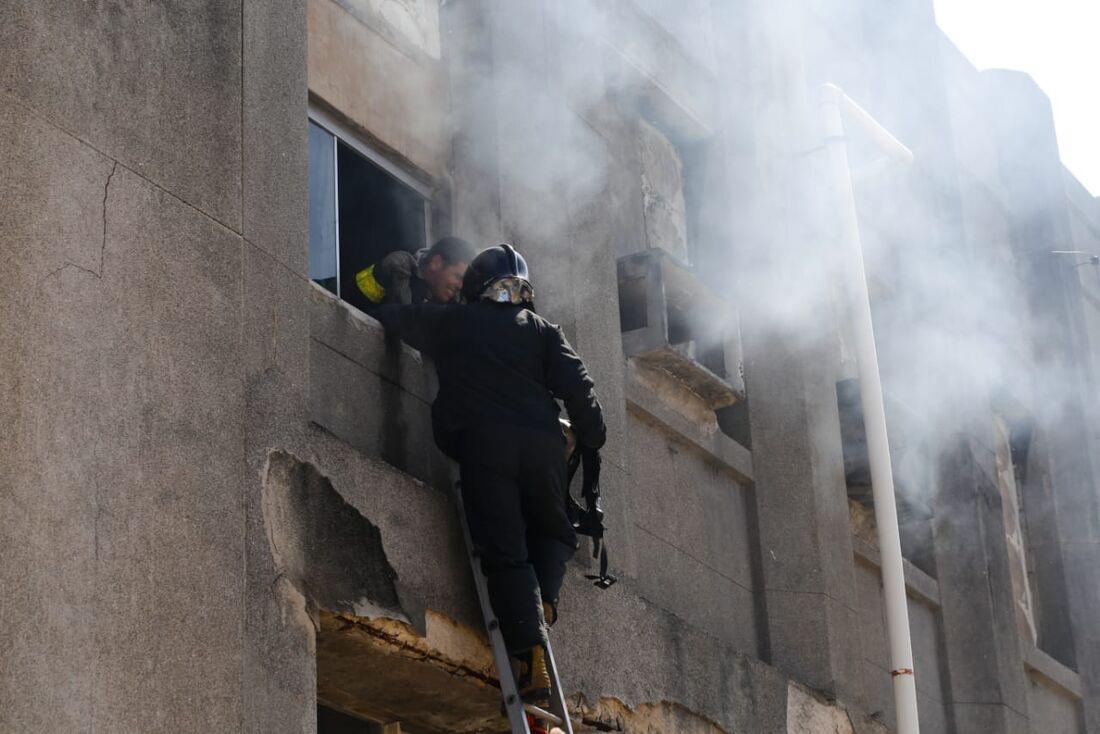 Incêndio atinge antiga fábrica da Pilar no Recife