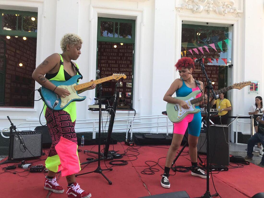 Guitarrada da Manas (Pa) tocando carimbó