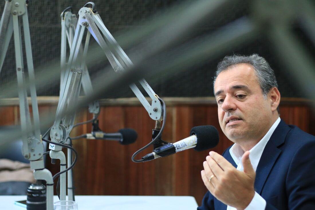 Deputado federal Danilo Cabral (PSB), em entrevista à Rádio Folha.