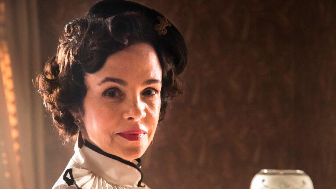 Luciana Braga interpreta Zulmira, que se nega a desquitar-se de Felício