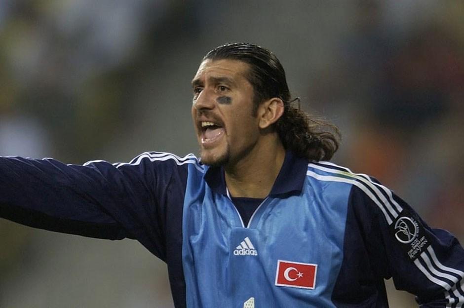 Rüstü Reçber, goleiro turco durante partida da Copa de 2002