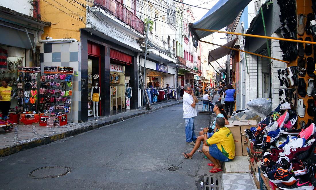 Movimento cai 50% no comércio do Recife