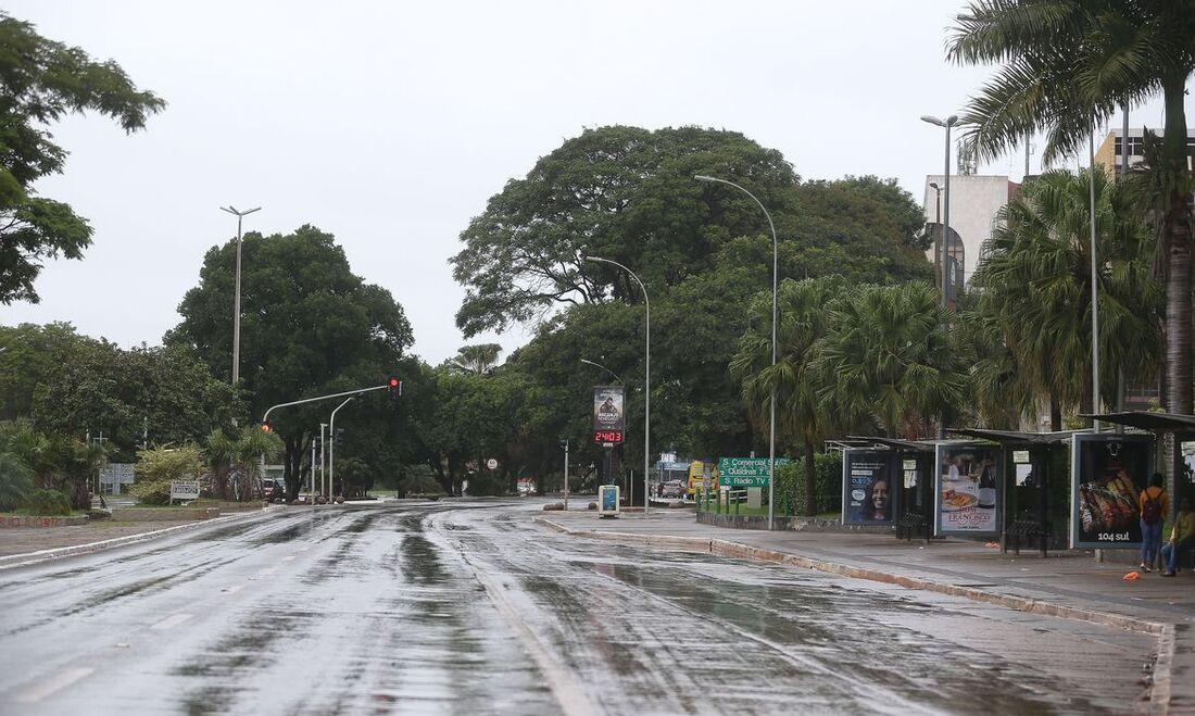 Ruas vazias em período de combate à Covid-19 no Brasil