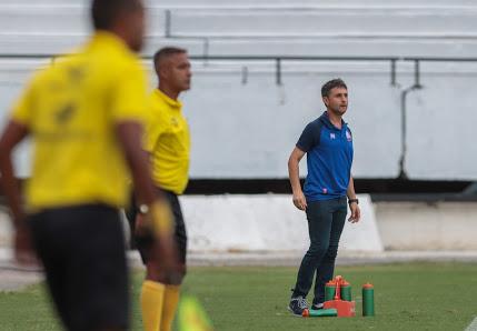 Lucianinho durante a partida contra o Santa Cruz