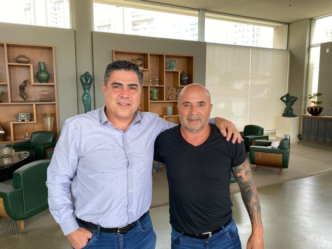 Presidente do Atlético/MG, Sérgio Sette Câmara, ao lado de Sampaoli