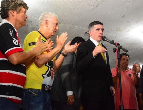 Vice-presidente do Santa Cruz Tonico Araújo ao lado de Constantino Júnior