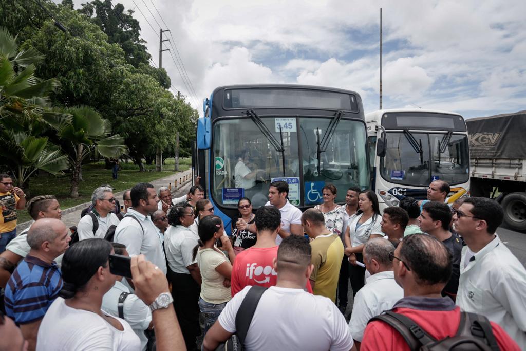 Empresa de ônibus faz demissão em massa