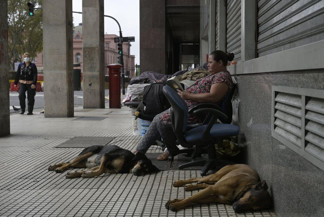 Moradora em situação de rua na Argentina