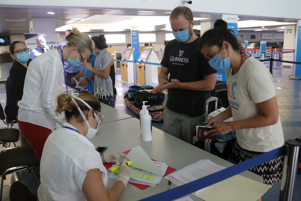 Movimentação de turistas no aeroporto da Nicarágua