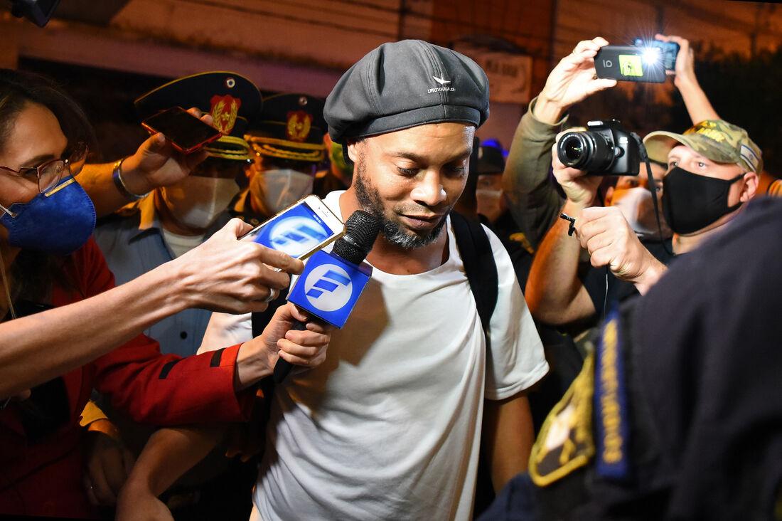 Ronaldinho em sua chegada ao hotel