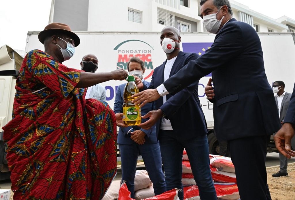 Drogba ajudou famílias na Costa do Marfim