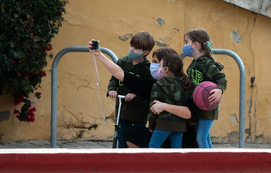 Crianças fora de casa durante a Pandemia, na Espanha