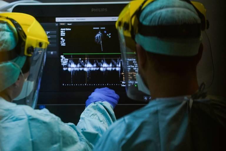 Trabalhadores de saúde atuando contra o coronavírus