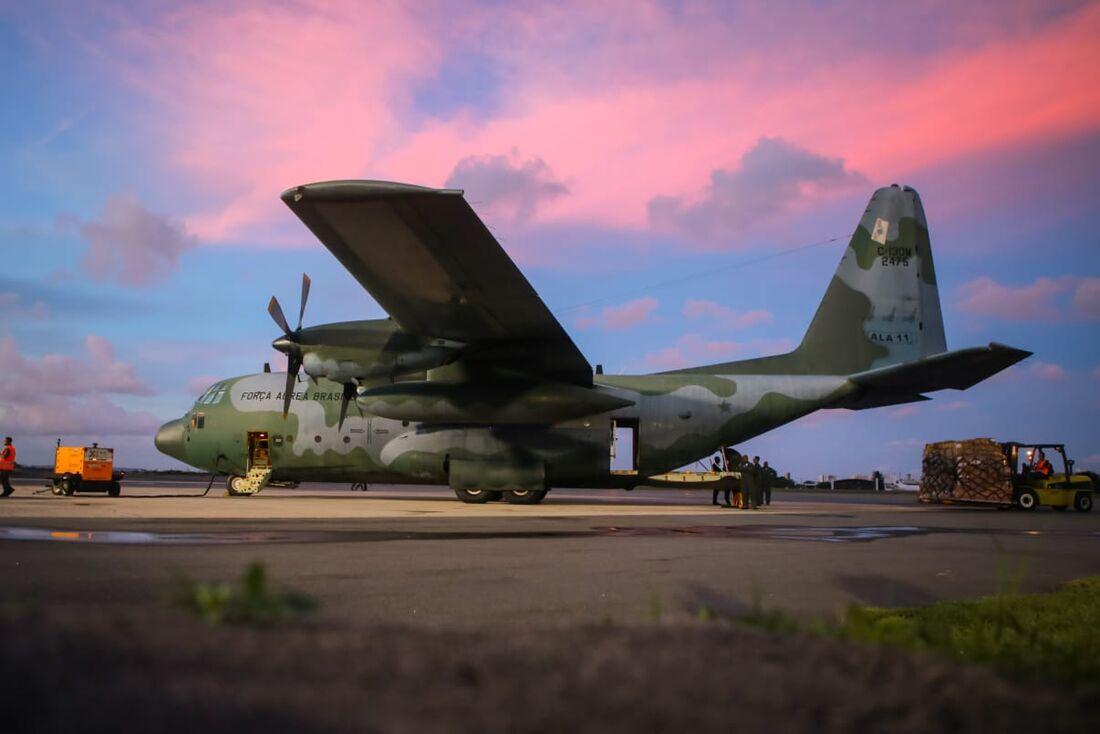 Avião com insumos para ajudar no combate ao coronavírus chega ao Recife