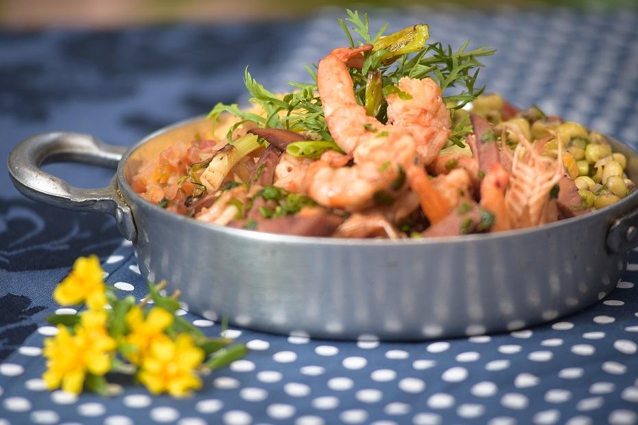 Arrumadinho de camarão com linguiça e vinagrete de leite de coco do Terraço do Maricota