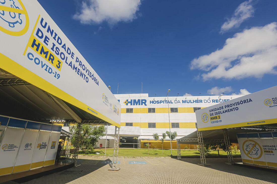 A estrutura erguida na área externa do Hospital da Mulher do Recife (HMR), no Curado, conta com 120 leitos de enfermaria.