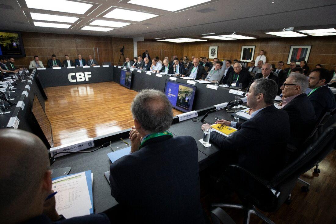 CBF terá nova reunião com clubes das Séries A e B para discutir possível retorno do futebol