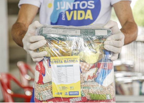 Arrudinha vira ponto de distribuição de cestas básicas no Recife