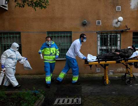 Atendimento a paciente de coronavírus na Espanha