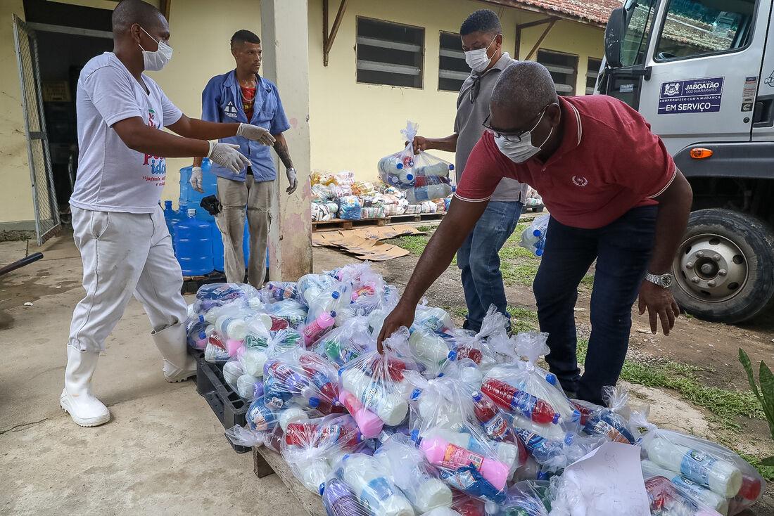 A doação faz parte das ações do município no enfrentamento à pandemia do coronavírus. Ao todo estão sendo beneficiados cerca de 300 idosos