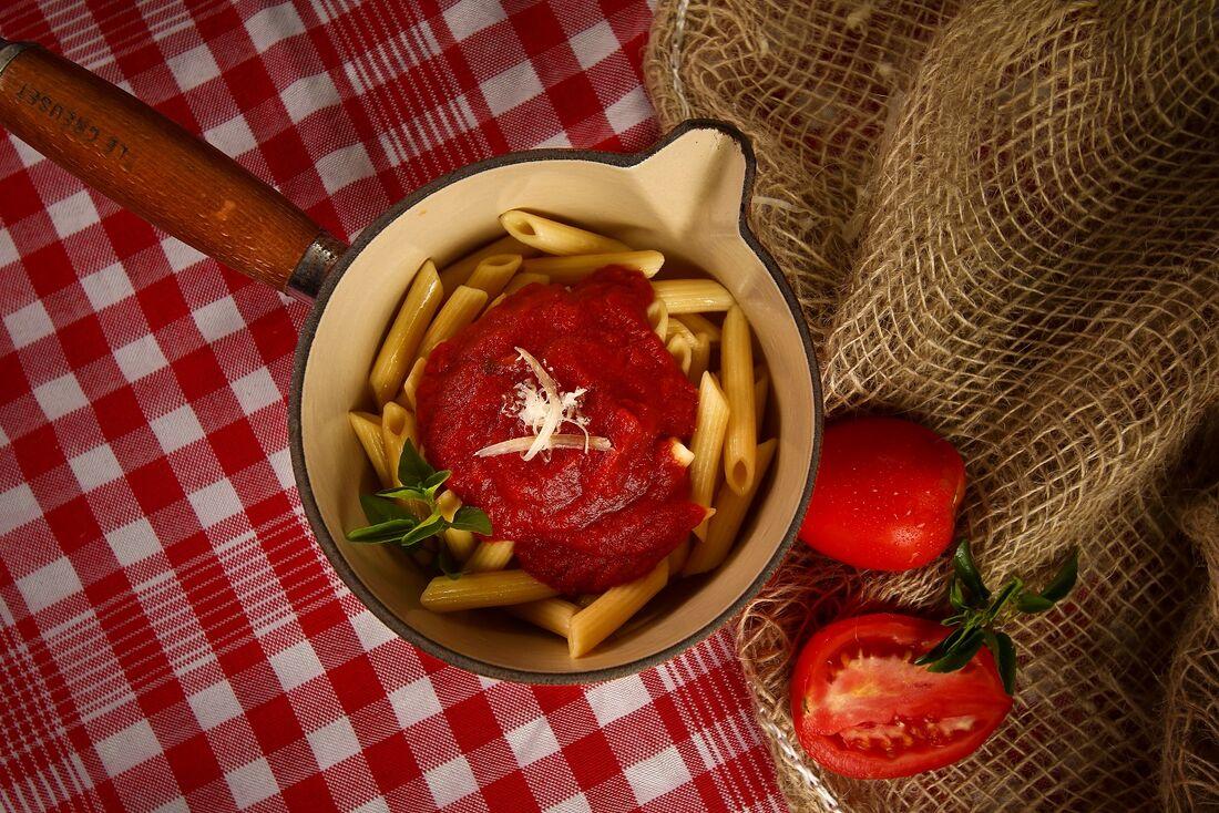 Molho de tomate é elemento básico para várias receitas