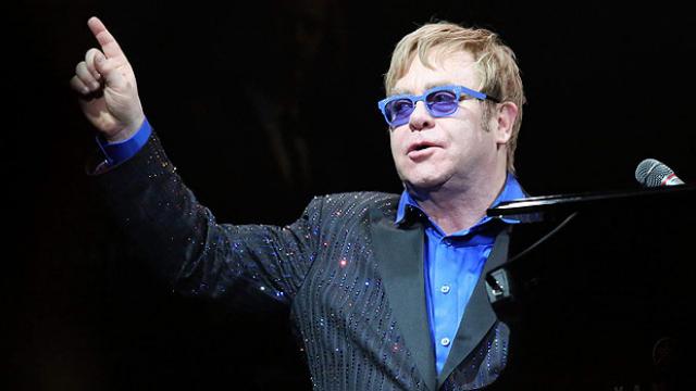 Elton John mostrou preocupação com vítimas da Aids