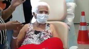 Dona Nair saindo do hospital