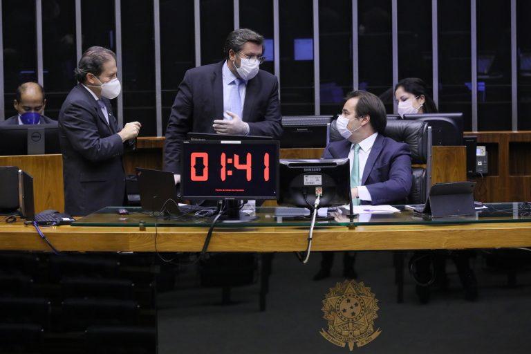 Sessão na Câmara dos Deputados aprovou texto-base