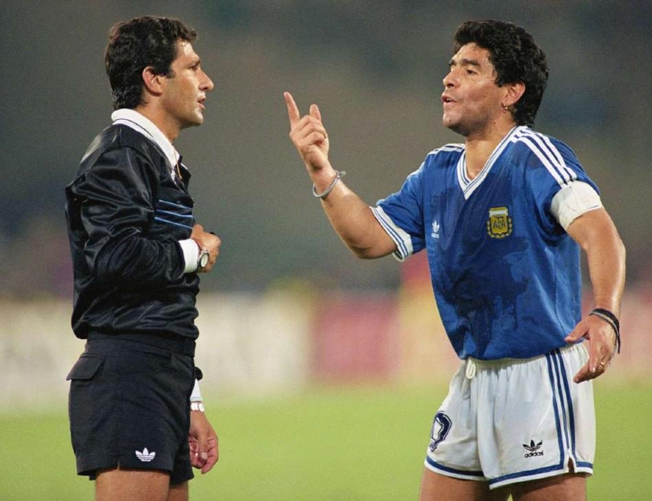 Edgardo Codesal e Maradona na final de 90