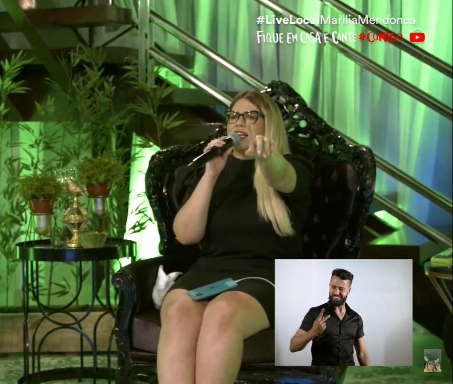 MaríIia Mendonça em live no YouTube
