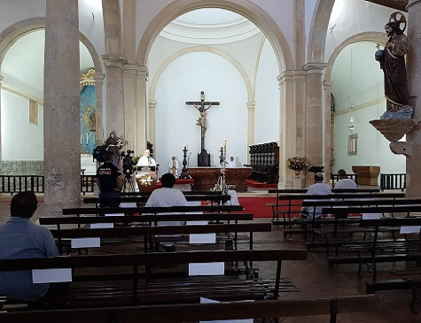 Missa na Catedral da Sé, em Olinda
