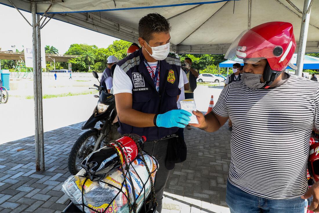 Prefeitura do Jaboatão entrega 100 mil máscaras à população