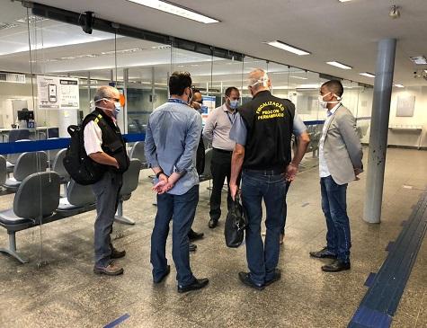 Fiscais do Procon Pernambuco estiveram nas agências da Caixa nesta terça-feira para conferir se as medidas protetivas estavam sendo tomadas