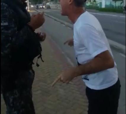 Homem é detido por desacatar policiais e desobedecer decreto estadual