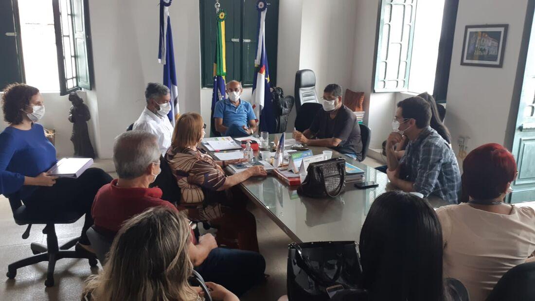Reunião para debater combate à Covid-19 em Goiana