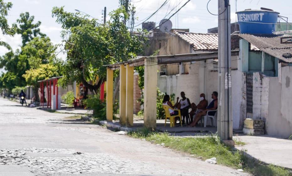 Circulação de pessoas pelas ruas de Olinda