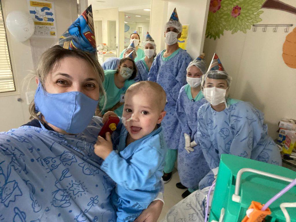 Festa de aniversário de bebê com coronavírus