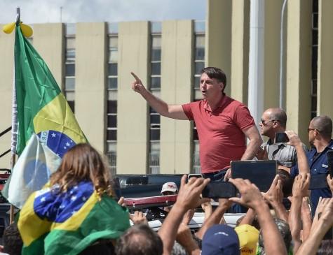 Bolsonaro em ato pró-intervenção militar