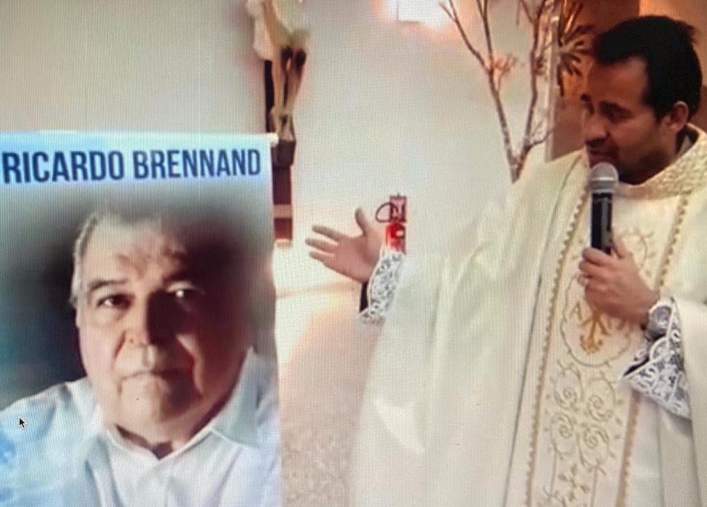 Missa em memória de Ricardo Brennand foi celebrada pelo Pe. Arlindo