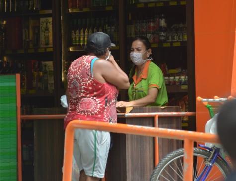 Decreto determina uso obrigatório de máscaras para funcionário de lojas em funcionamento