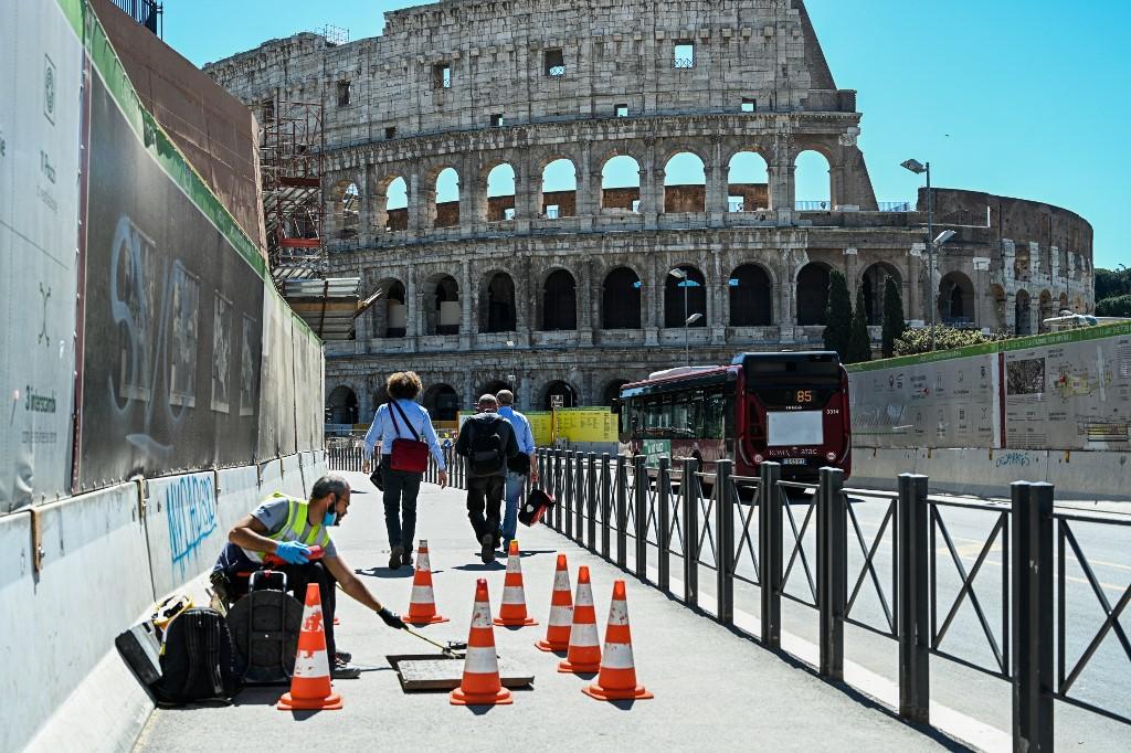 Itália começa a colocar desconfinamento em prática
