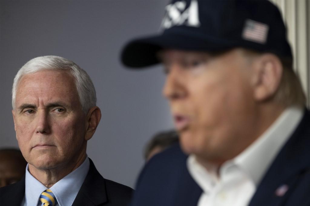 Mike Pence mantém distância de Trump durante pandemia